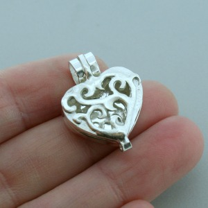 Heart Scroll Diffuser Pendant